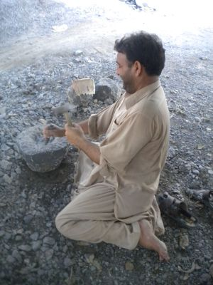 768px-Stone_Cutter_in_Taxila.2