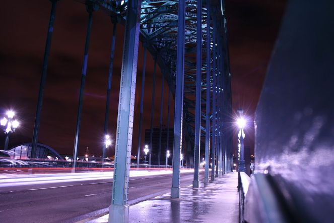1280px-Night_Time_on_the_Tyne_Bridge_-_geograph.org.uk_-_1803530