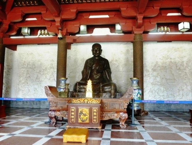 Statue_of_Xuanzang._Wild_Goose_Pagoda,_Xi'an
